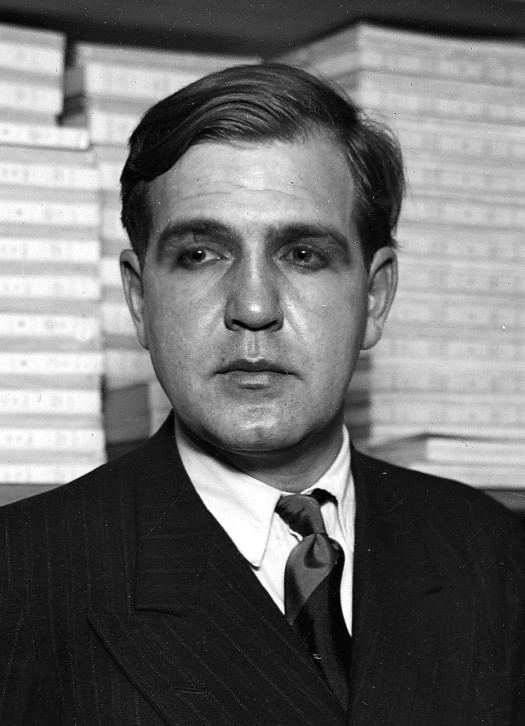 Emmanuel Bove (1898-1945), French writer.